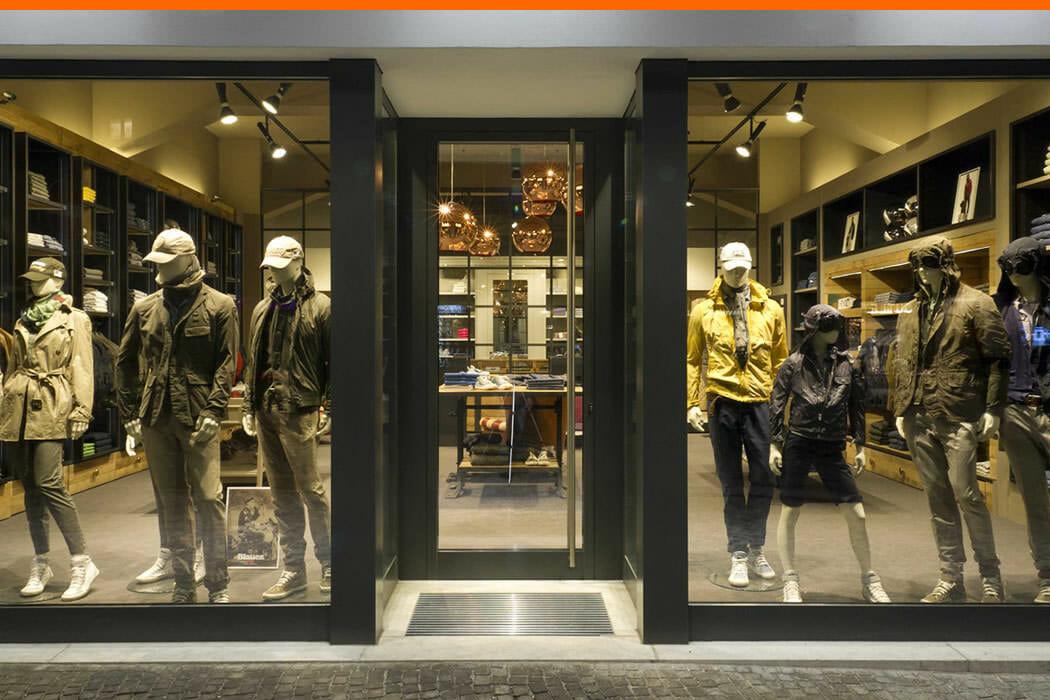 Vetrine per negozi teche espositive e porte automatiche for Negozi armadi roma